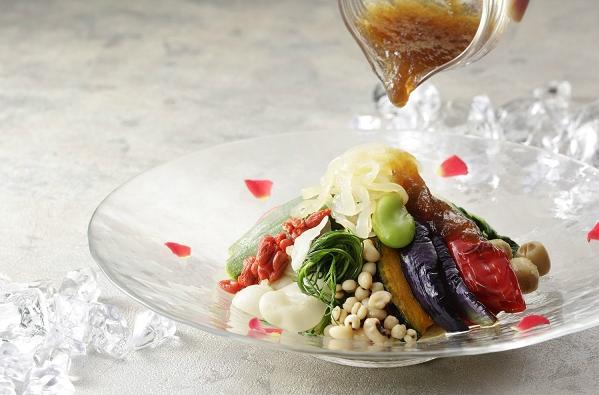 はらぺこニュース|横浜ベイシェラトン「彩龍」オリジナル冷麺3種が登場!注目は「彩り野菜冷麺 コラーゲンジュレ添え」