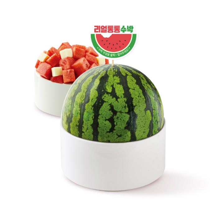 はらぺこニュース|小玉スイカを1/2個使用した「まるまるスイカソルビン」日本国内5店舗で数量限定販売!
