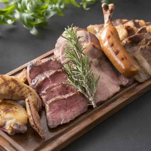 はらぺこニュース|1ポンドのお肉に飲み放題付「サマーガーデンバーベキュー」がヒルトン成田で開催中!