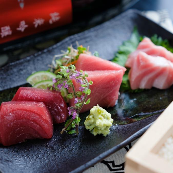 はらぺこニュース|破格の980円!パフェみたいな生本マグロ丼が「米と魚 酒造 米家ル 高田馬場店」に登場!