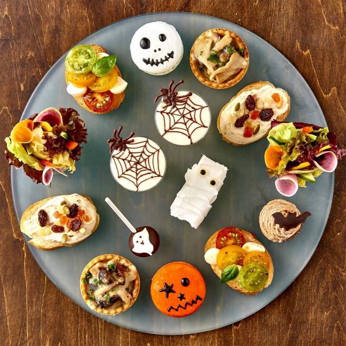 はらぺこニュース|ホテルメトロポリタン「Kooky Spooky!ハロウィン アフタヌーンティー」メインはシャインマスカットのパフェも!