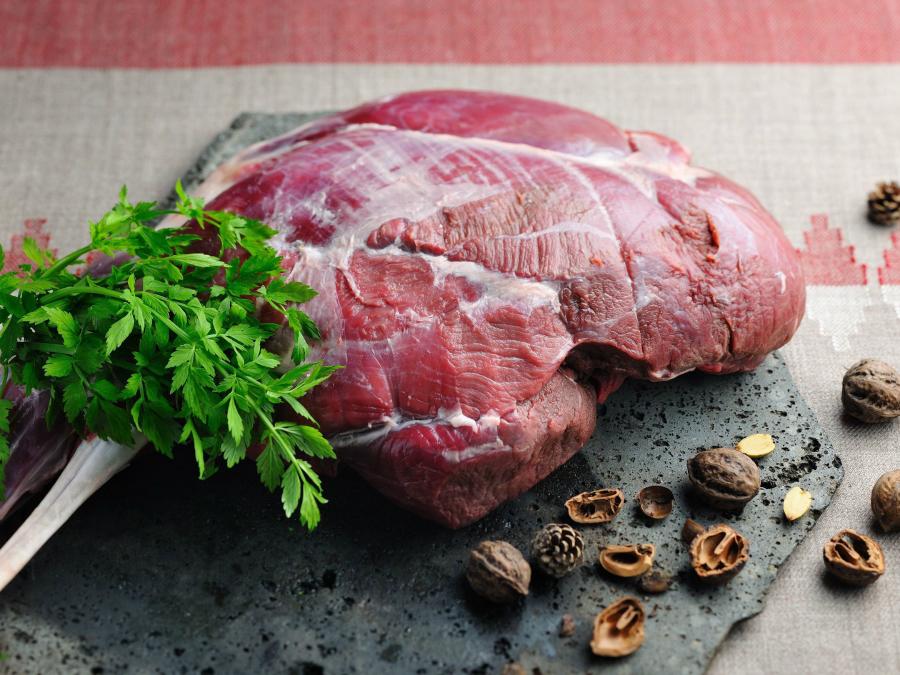 星のや富士でダッチオーブンを使った食事「冬の狩猟肉ディナー」