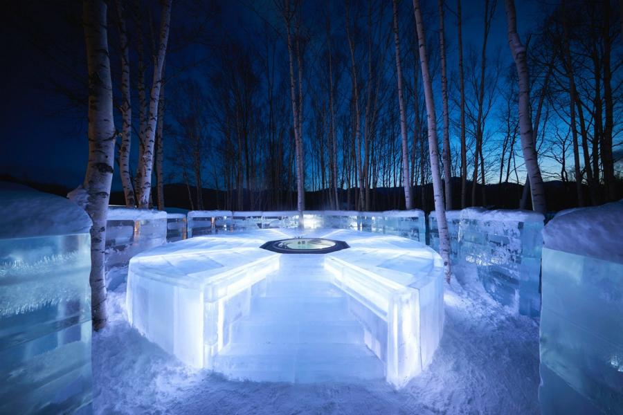 星野リゾート トマム「氷のホテル」で冬空の下ホットドリンクを片手にリラックス!