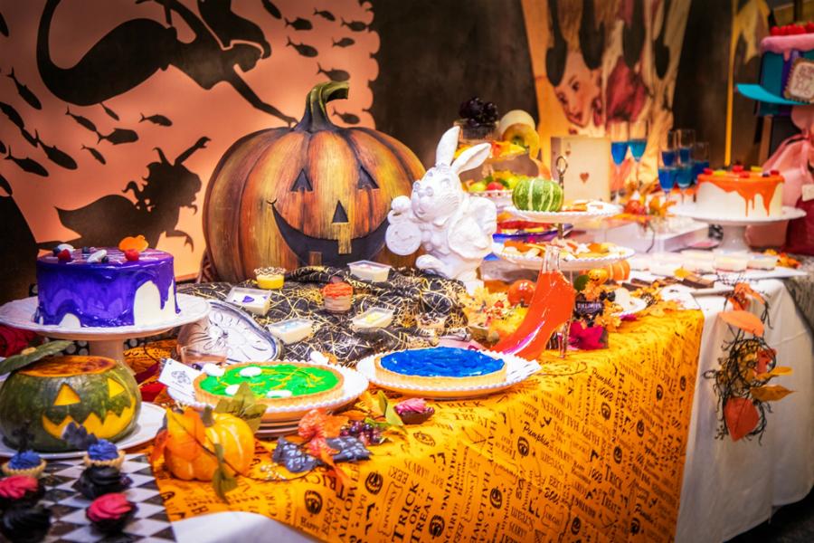 アリスのハロウィンパーティービュッフェ「古城の国のアリス」で期間限定開催!
