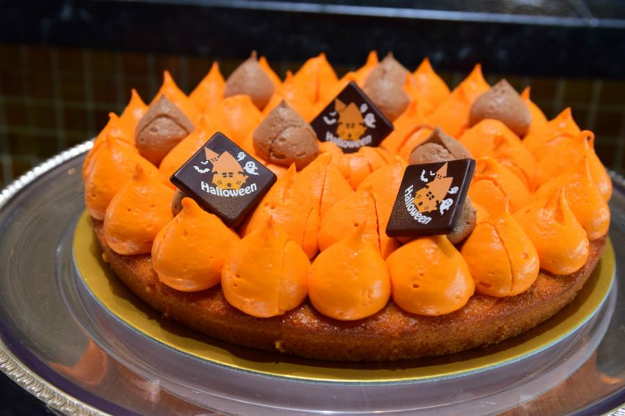 スイスホテル南海大阪「タボラ36」で「ハロウィン スイーツ ビュッフェ」ゴーストや魔女の帽子のスイーツが登場!