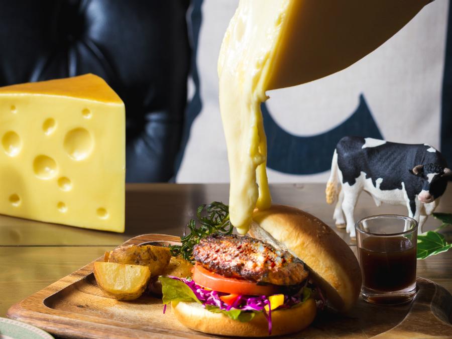 チーズ料理専門店『Cheese Cheers Café』が神戸・三宮にオープン!トロトロのチーズを食べに行こう!