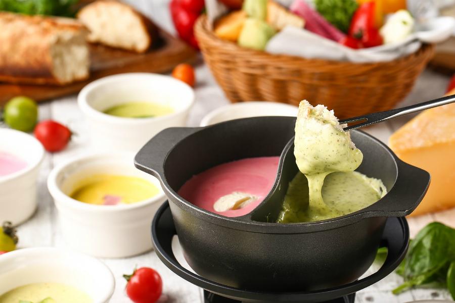 カラフルな選べる7種のチーズフォンデュ!「チーズ&グリル フロマージョ ミント神戸店」ニューオープン!