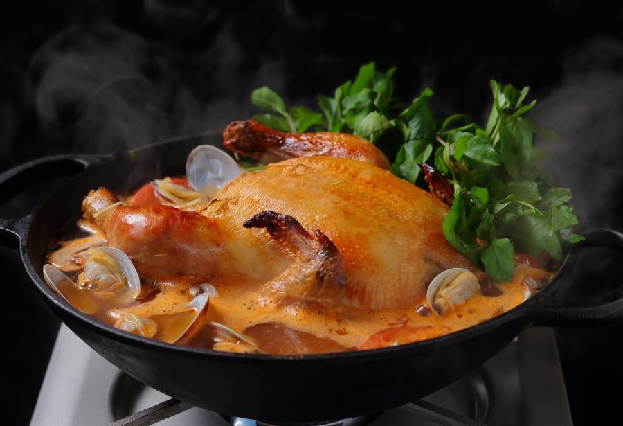 アロハアミーゴの名物「丸鶏とクレソンのフリフリ鍋」のX'masバージョンが登場!