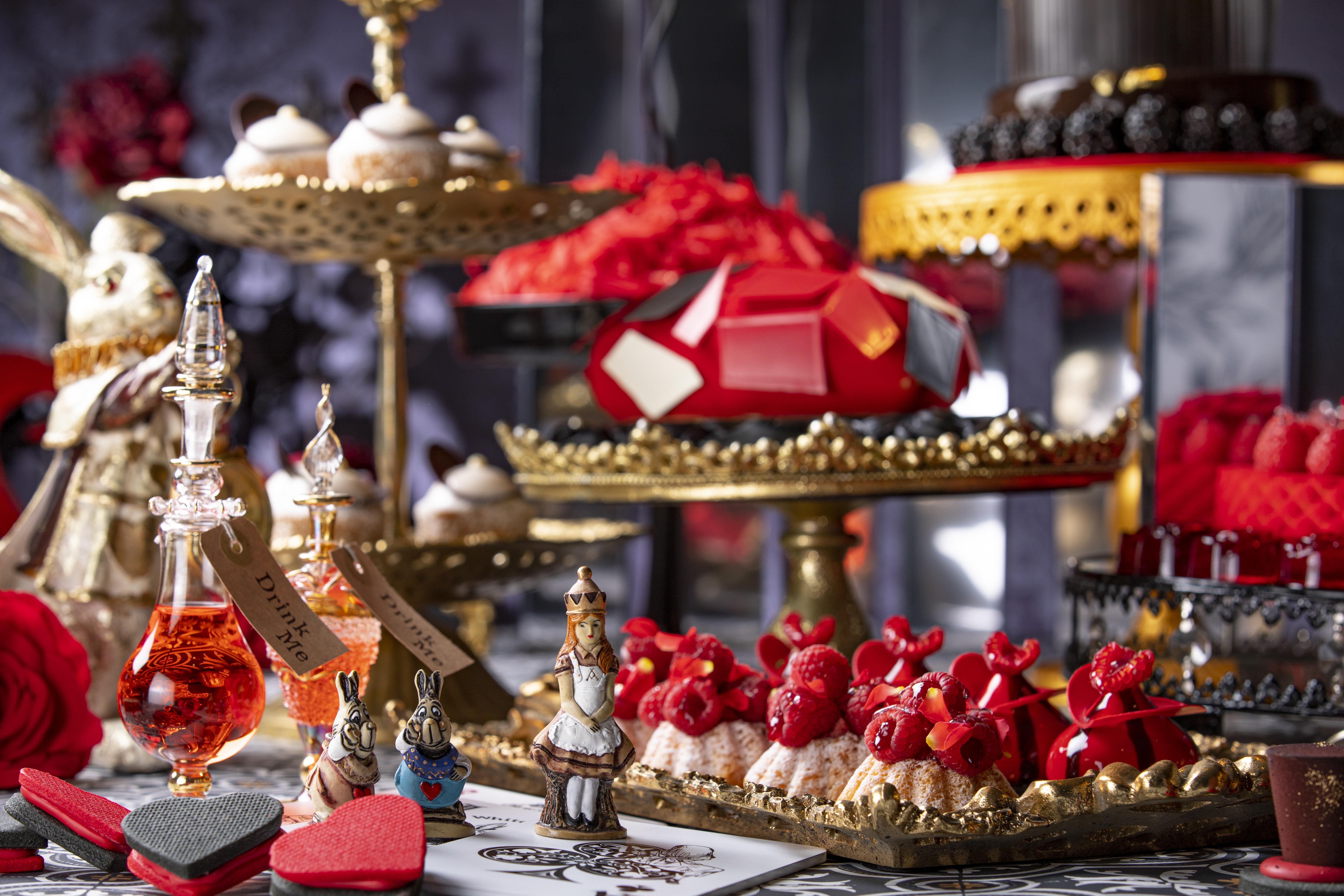 【アリス in ローズ・ラビリンス】ヒルトン東京新デザートビュッフェ!薔薇と鏡の迷宮でお茶会!