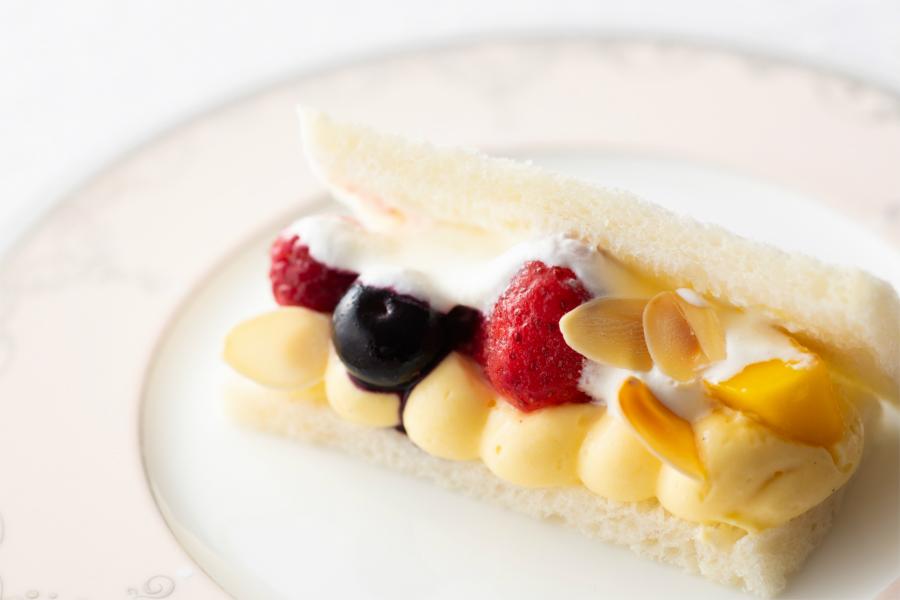 【横浜ベイシェラトン】ストロベリースイーツブッフェ2店舗で開催!横濱馬車道アイスの苺パフェも登場!
