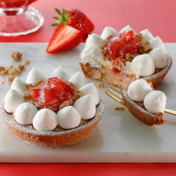 【実食レポ】スタバ『シュワッとイチゴフラペチーノ』と『ゴロッとイチゴフラペチーノ』新発売!苺デザートも