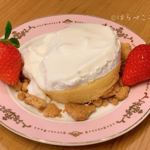 【実食レポ】ローソン『ふわしゅわとろり -スフレパンケーキ-』シートを取ると2種類のクリームがとろ〜り!