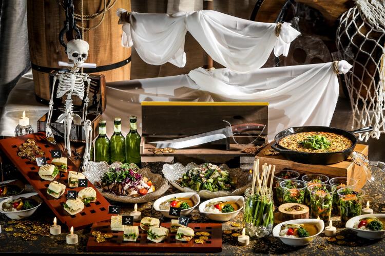 【パイレーツ(海賊)がテーマのグルメ・イベントまとめ】カリビアンナイトのビアテラスに食べ放題!海賊船も