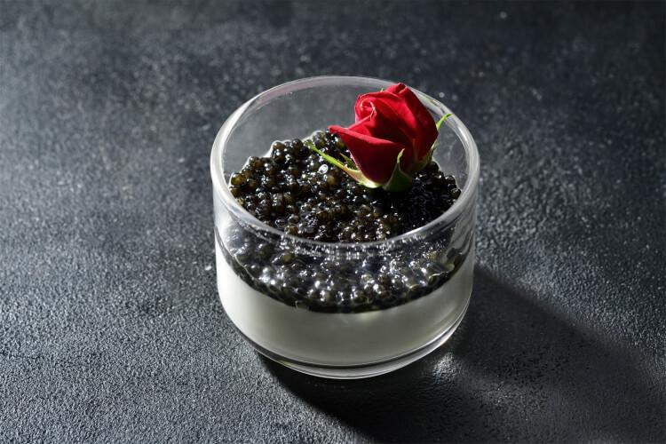 【プレミアムイブニングハイティー】『ホテル椿山荘東京』世界3大珍味キャビア・フォアグラ・トリュフを堪能