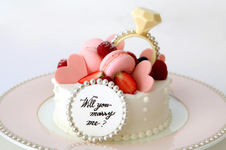 【プロポーズディナー2020】レストラン・ホテルで花束やケーキ!チャペル貸切やカメラ付き指輪ケースも!