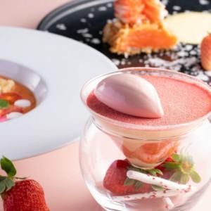 【いちごスイーツ2021まとめ】苺づくしのコースに苺スイーツ専門店!ホテルの苺パフェや苺ミルフィーユも!